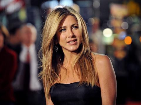 Jennifer Aniston không muốn liên quan đến Brad Pitt và Angelina Jolie