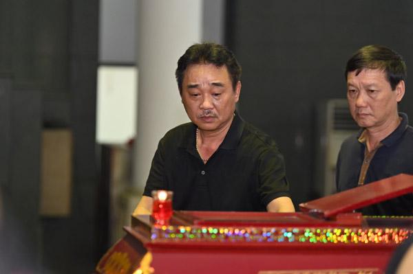 Xuân Bắc, Quốc Khánh và đông đảo nghệ sĩ đến viếng NSƯT Hoàng Yến