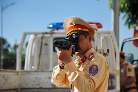 CSGT được trang bị súng, mặc thường phục khi làm việc