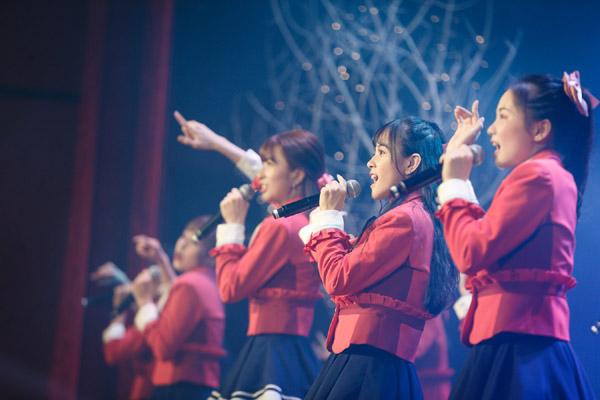 Nhóm nhạc đông nhất Việt Nam liên tục vướng lùm xùm