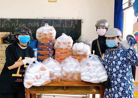10X Đà Nẵng làm hàng trăm suất bánh tặng nhân viên y tế chống dịch