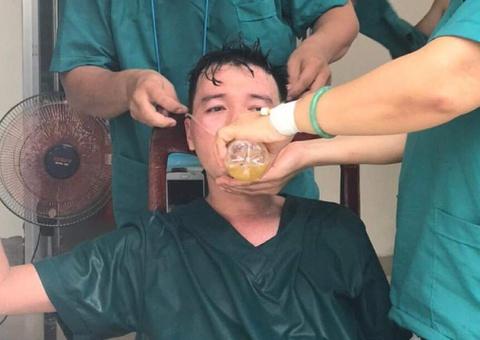 """""""Rơi nước mắt khi thấy các y, bác sĩ Đà Nẵng chống dịch quên mình"""""""