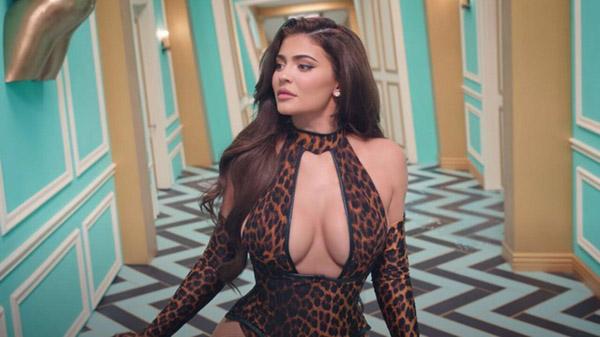 Khán giả đồng loạt yêu cầu cắt Kylie Jenner ra khỏi MV của Cardi B