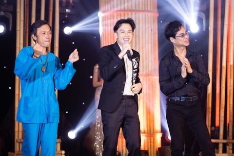 Hoài Linh nhảy hip hop trong đêm nhạc ủng hộ Đà Nẵng