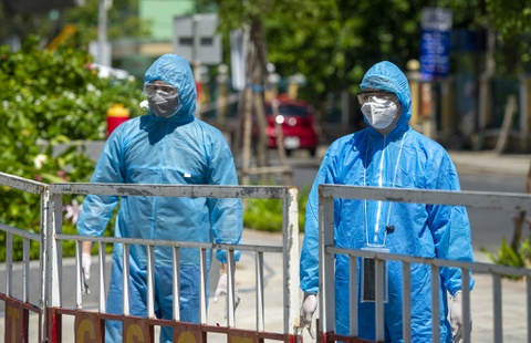 Một người tham gia chống dịch bị nhiễm SARS-CoV-2