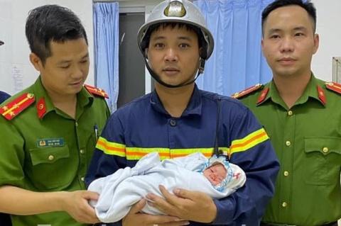 Giải cứu bé trai sơ sinh bị bỏ ở khe tường
