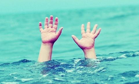 Rủ nhau ra ao chơi, 5 trẻ chết đuối