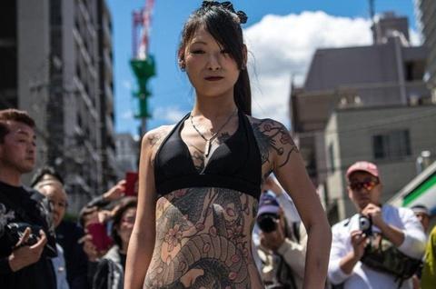 Thợ xăm Nhật Bản không cần bằng Y để hành nghề