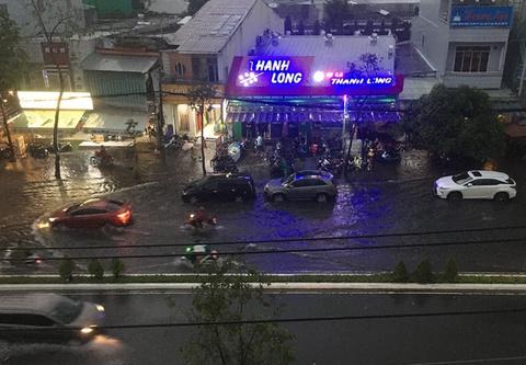 Thành phố Cần Thơ ngập nặng sau mưa lớn
