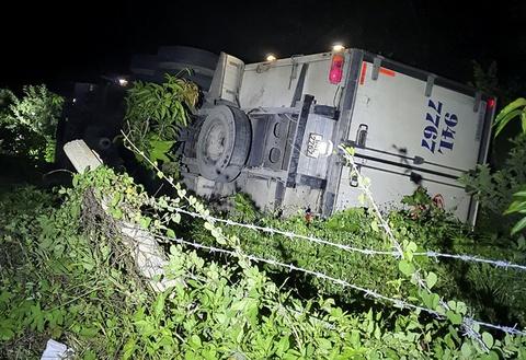 Xe tải đè chết tài xế