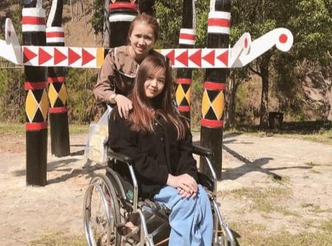 Cô gái Bình Phước 13 năm làm 'đôi chân' cho bạn thân