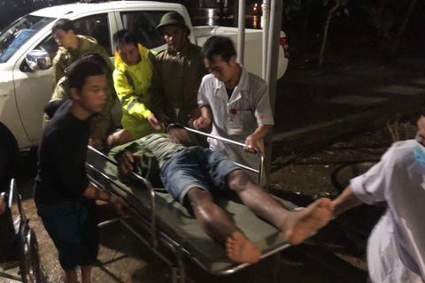 Đưa 5 người bị thương ở thủy điện Rào Trăng 4 đi bệnh viện