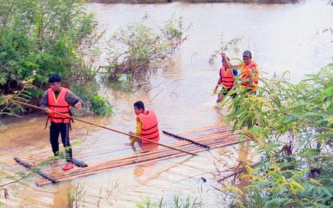 2 người bị lũ cuốn trôi ở Bình Phước