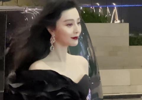 Phạm Băng Băng bỏ về giữa lễ trao giải Hoa Đỉnh 2020