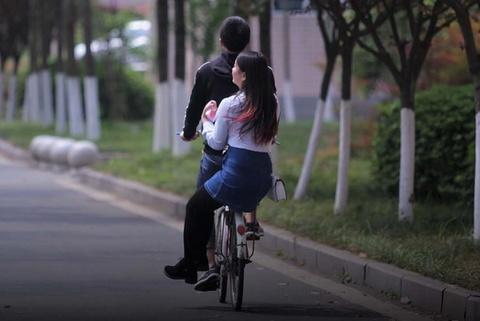 Sinh viên Trung Quốc mong trường dạy về chuyện hẹn hò, tình dục
