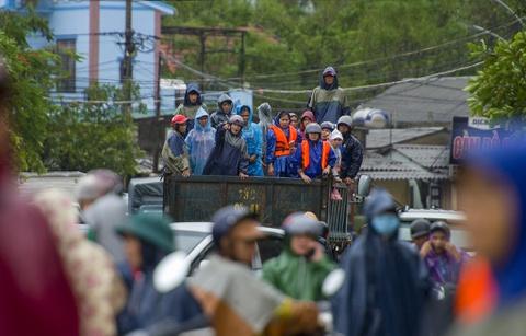 Những cuộc giải cứu nghẹt thở ở rốn lũ Quảng Bình