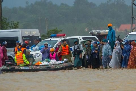 Cứu trợ Quảng Bình: Người cần không có, người cho chưa thể tới