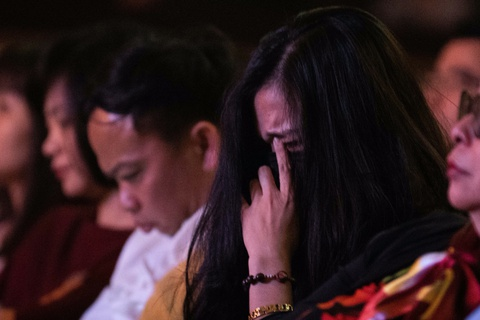 Khán giả bật khóc trong đêm nhạc hướng về miền Trung