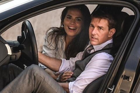 Tom Cruise trở lại phim trường sau vụ 12 người mắc Covid-19