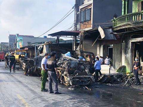 Xe container bốc cháy khi lao vào nhà dân, 1 người chết
