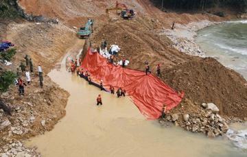 Tìm thấy thi thể một công nhân dưới lòng sông Rào Trăng
