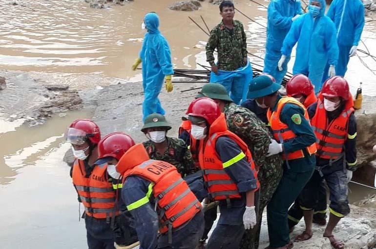 Tiếp tục tìm kiếm các nạn nhân ở hạ lưu sông Rào Trăng