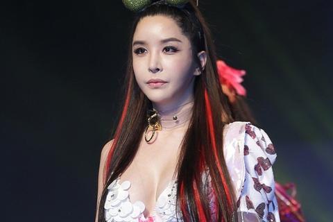 8 ca sĩ Hàn tuyên bố là người đồng tính và chuyển giới