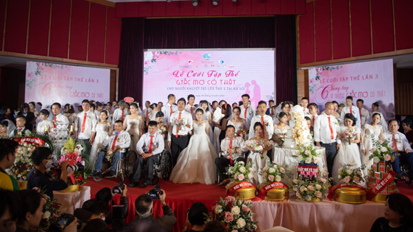 Đám cưới tập thể của 46 'mảnh ghép hoàn hảo'