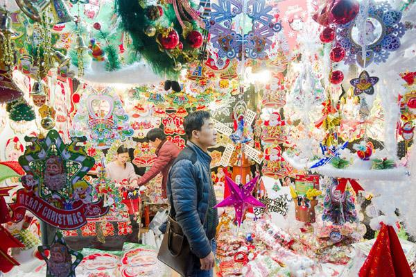 Khung cảnh ảm đạm tại làng Giáng sinh Trung Quốc