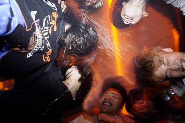 Tiệc tùng xuyên đêm tại Vũ Hán một năm sau đại dịch