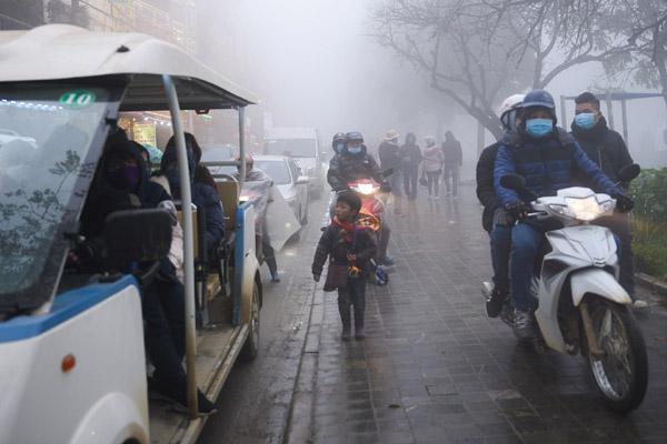 Giao thông Sa Pa hỗn loạn ngày đầu nghỉ Tết Dương lịch