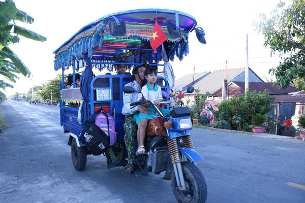Chú tài xế miễn phí của học trò nghèo vùng biên giới An Giang