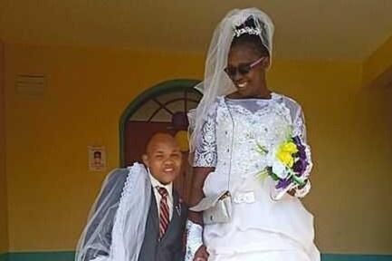 Chuyện tình của anh chàng thấp hơn vợ 1,2 m