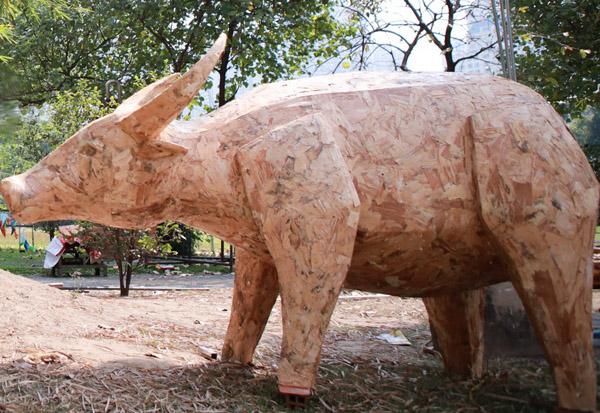 Tạo hình linh vật trâu tại đường hoa Nguyễn Huệ Tết Tân Sửu