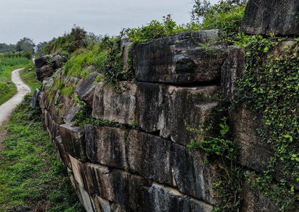 Tường đá Thành nhà Hồ sạt lở
