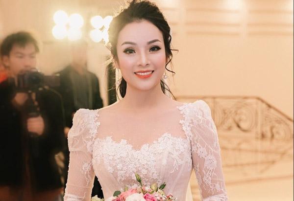 Ca sĩ Tân Nhàn kết hôn