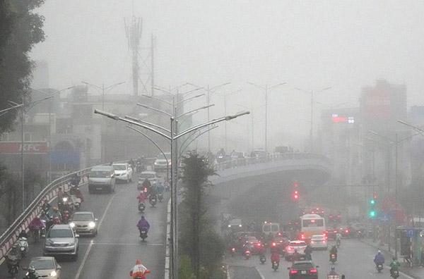 Hà Nội chìm trong bụi bẩn và sương mù