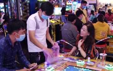 40 người đánh bạc tại trung tâm thương mại