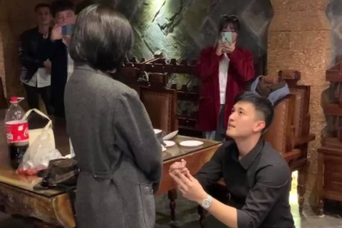 Diễn viên Huỳnh Anh cầu hôn bạn gái