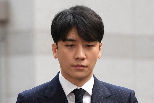Seungri đối mặt với 9 cáo buộc hình sự
