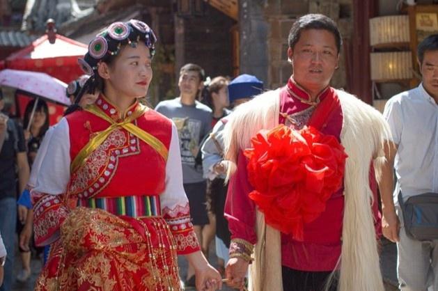 Đàn ông Trung Quốc rơi vào nợ nần do bị thách cưới quá cao