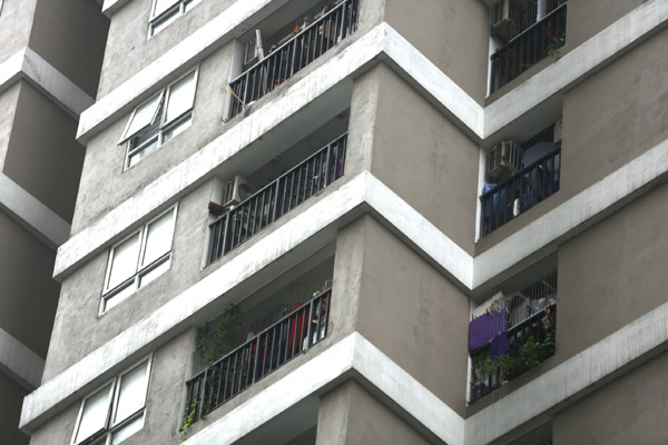 Nhân chứng kể lúc bé gái được cứu khi rơi từ tầng 12A