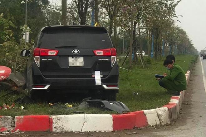 Ôtô tông liên hoàn khiến một người chết ở Hà Nội