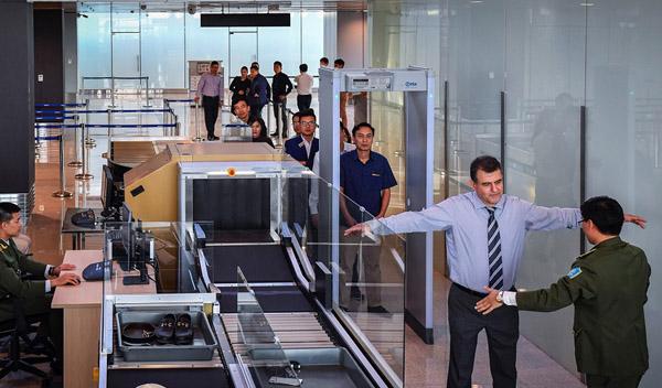 Bị trộm iPhone khi soi chiếu hành lý tại sân bay