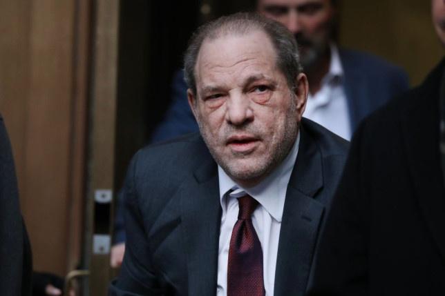 Harvey Weinstein bị mù, gãy 4 răng khi ở tù