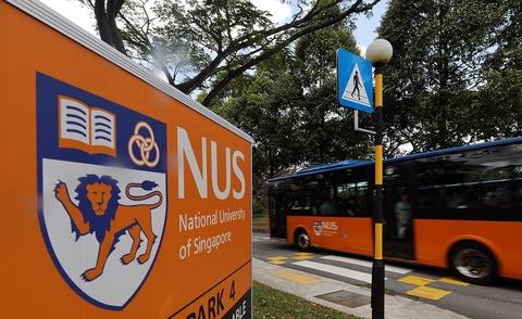 Nam sinh Singapore bị đuổi học vì quay lén bạn nữ