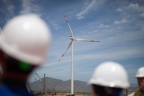 Đưa nhà máy điện gió lớn nhất Việt Nam vào khai thác