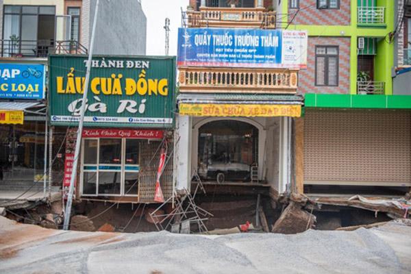 San lấp 'hố tử thần' ở Hà Nội