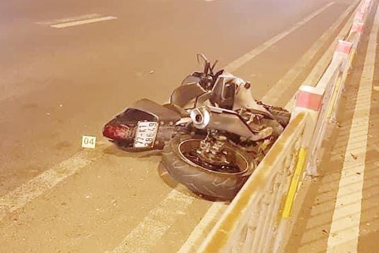 Đi xe máy trong làn ôtô, một thanh niên tử vong
