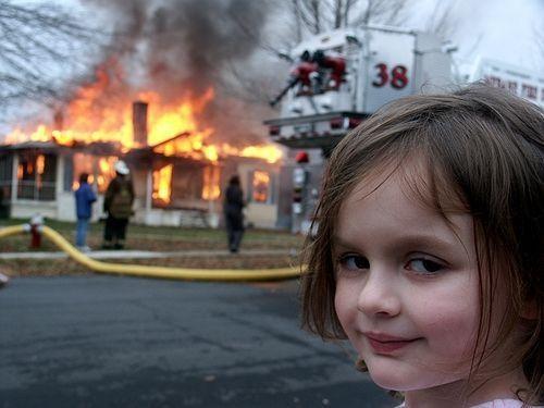 'Cô bé thảm họa' kiếm gần nửa triệu USD khi bán meme của mình